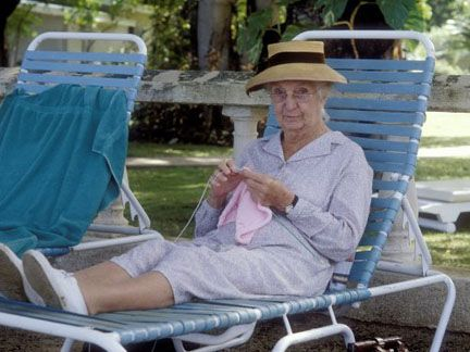 I love Miss Marple, especially Joan Hickson (Agatha Christie's choice). How wonderful that she's knitting here off set!!