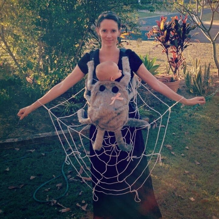 Even if your dress your baby up in a super cute Halloween costume, it will inevitably be hidden by your baby carrier. Check out how these parents go creative with their baby carriers! | Mamabee