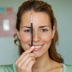 In nur drei Minuten Augenbrauen richtig zupfen: So wirken Sie jünger