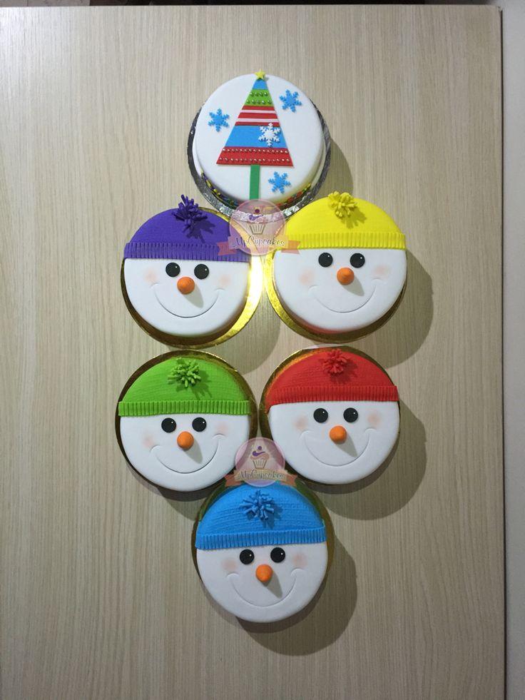 Mini tortas para navidad con muñecos de nieve y arbol de navidad