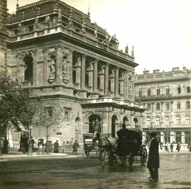 1906. Andrássy út, az Operaház.