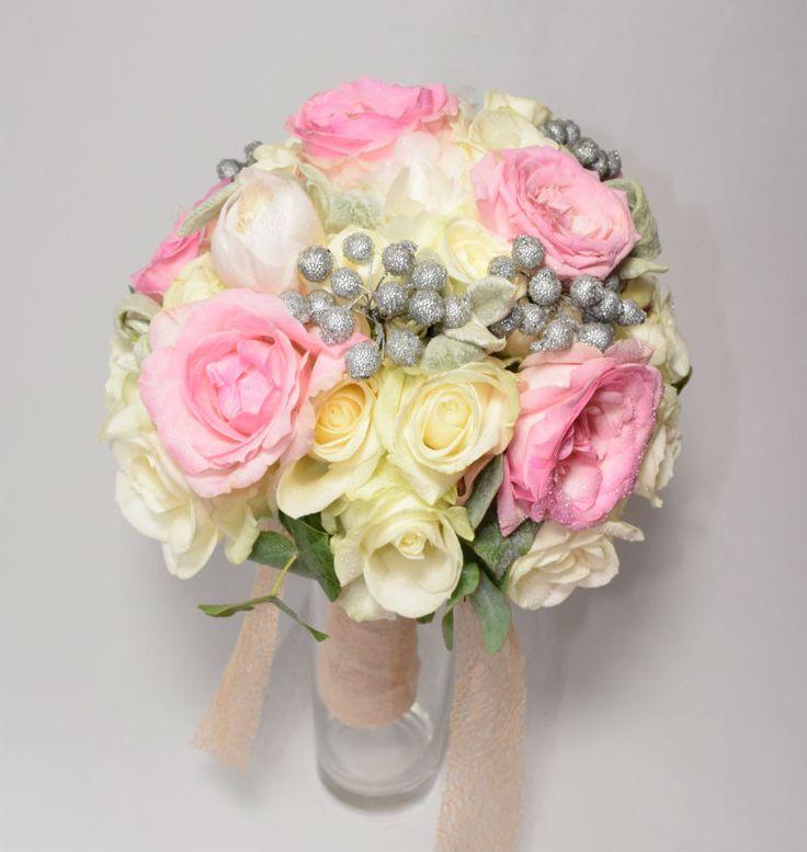 Bouquet de mariée en roses et pivoines