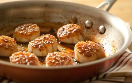 Sweet honey, salty tamari, tangy rice wine vinegar and hot red pepper flakes combine to make a delectable glaze for scallops. Try a robust honey in this recipe, such as buckwheat, eucalyptus or avocado to balance the strongly flavored tamari. Serve with wilted kale and brown rice.