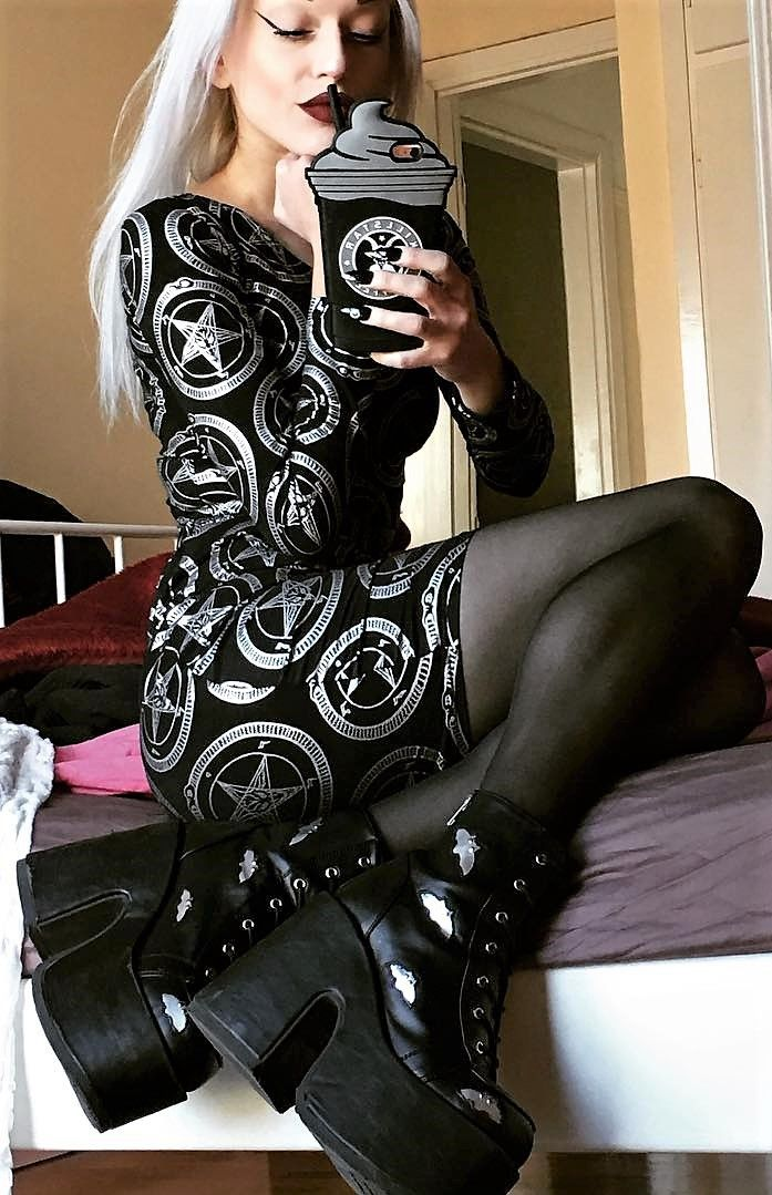 Body con stars black dress, pantyhose & bats platform boots by deathcandy