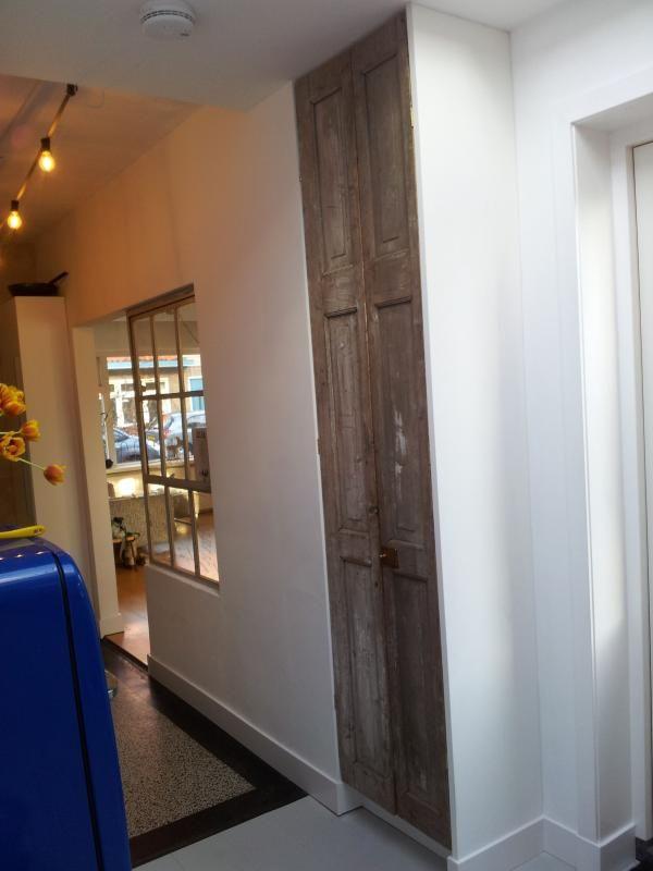 Oudepaneeldeur.nl - Het eindresultaat meterkast met 2 extra hoge smalle deuren; euro 150 bijv.