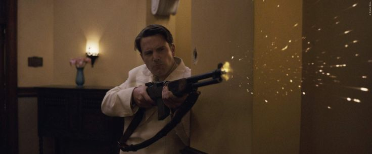 Ben Affleck mal nicht als Batman, sondern als Gangster der 30er Jahre! Sein neuer Film ist trotzdem ein Actionfeuerwerk, nur eben im Stil von GoodFellas. Live By Night: Gleich 2 neue Trailer zum Gangsterfilm ➠ https://www.film.tv/go/35817  #LiveByNight #BenAffleck #ScottEastwood