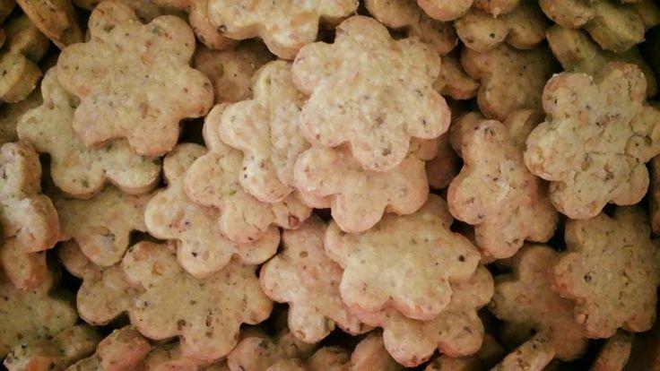 Biscottini al parmigiano e pistacchi