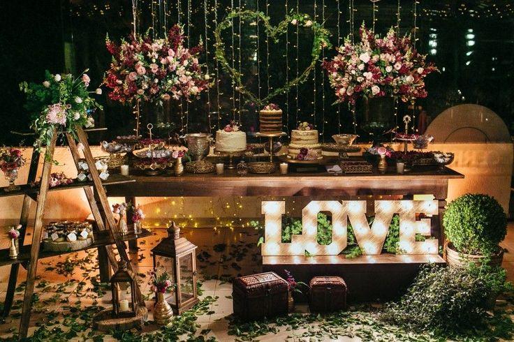 LOVE luminoso para decorar a mesa principal (de doces)