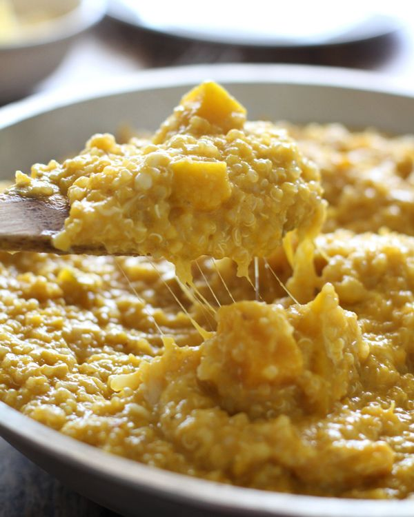This creamy squash curry quinoa is the best way I've ever prepared quinoa - so creamy and filling, and a healthy comfort food! 300 calories per serving.