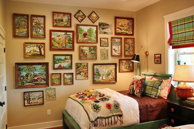 guest bedroom? those are paint by numbers and it looks like a nice room but not too nice lol no need to stay more then a couple days