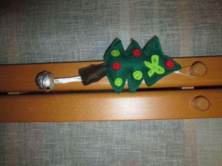 Sapin de Noël à grelot en feutrine.