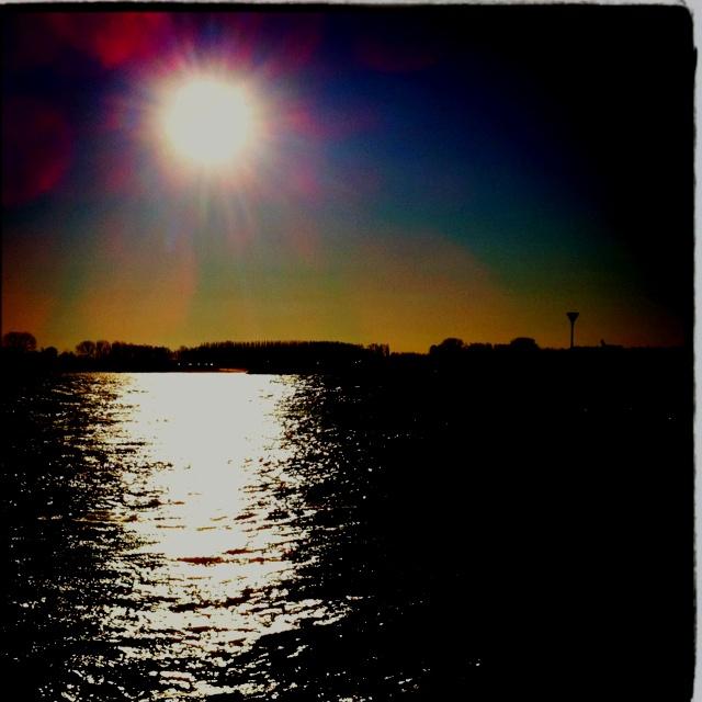 Sun #Waal #Tiel