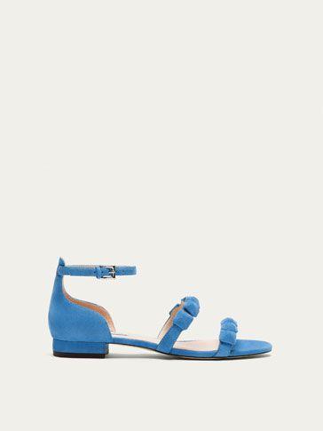 Los zapatos de mujer más elegantes en Massimo Dutti. Descubra en el avance de otoño 2017 zapatos castellanos, oxford, bambas o zapatos de tacón.