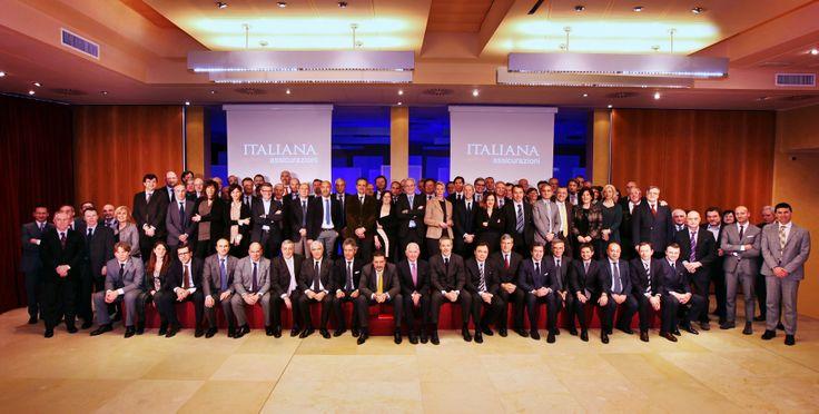 """Foto di gruppo durante il: """"Lancio del piano commerciale 2014"""" svoltosi a Milano il 5/6 febbraio 2013, che ha visto riunite le prime linee della Compagnia con la Struttura Commerciale Esterna."""