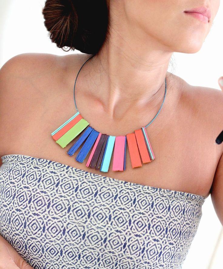 Collana Estiva Fai da Te http://www.lovediy.it/2014/06/25/collana-estiva-fai/ Una #tecnica facile e #veloce per una #collana estiva #fai-da-te. I #gioielli sono quanto di più indicato per valorizzare il #look, rendendo particolari anche indumenti semplici ed ordinari. L'#estate, del resto, è una stagione perfetta per sfoggiare orecchini, bracciali ed in particolare #collane, con le quali esaltare l'abbronzatissimo #decolleté...