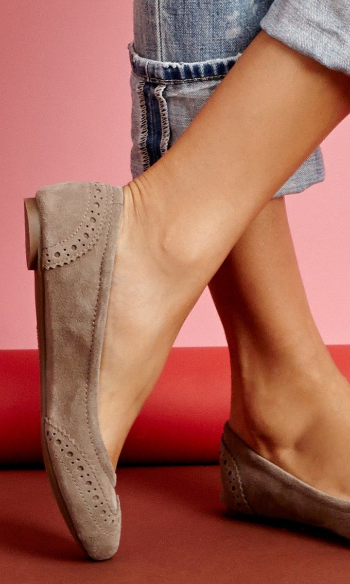 Ballet flats with wingtip detail.