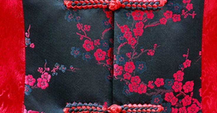 Vestidos tradicionais para chinesas. A cultura chinesa é milenar, por isso existe uma rica história para delimitar o que é se vestir tradicionalmente para mulheres chinesas. Através de diferentes períodos e dinastias, o vestuário chinês evoluiu com a tecnologia de sua construção e a introdução de novos tecidos.