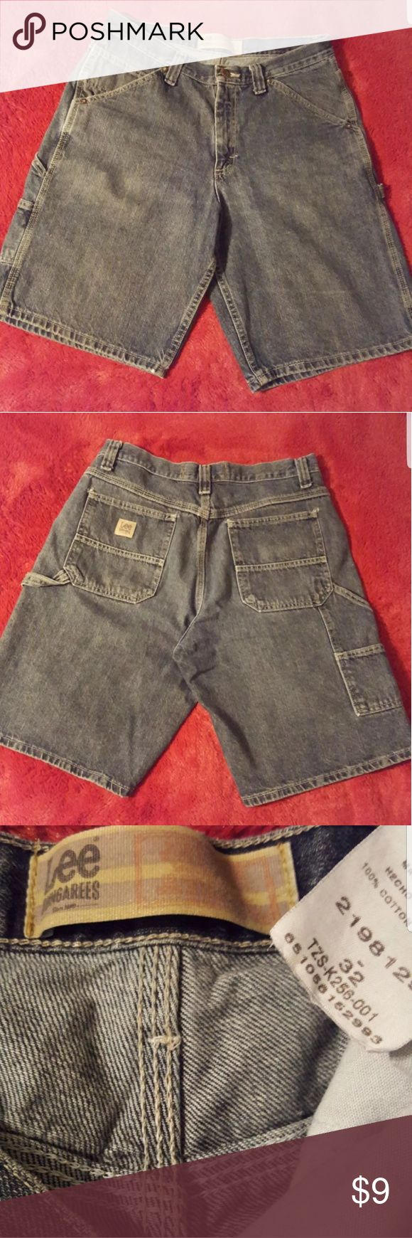 Lee Mens Dungarees Carpenter Jean Shorts Mens Dungarees stone-washed Denim Carpenter Shorts by Lee offer a dependable, casual look. Made of 100% cotton for comfort and easy care. Features 2 back pockets, a side utility pocket, 2 front pockets, a front coin pocket, and a zipper fly. Workwear-style shorts in mid-weight denim features a side utility pocket and a hammer loop. 11 inch inseam falls at or below knee. In good used condition. Retails between $19.99 (on sale) and $30. SIZE: 32…