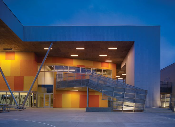 Escola St. Thomas the Apostle / Griffin Enright Architects