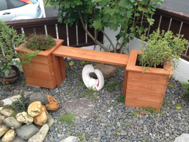 Planter Box bench for my brothers lil garden...Xmas 2012 pressie