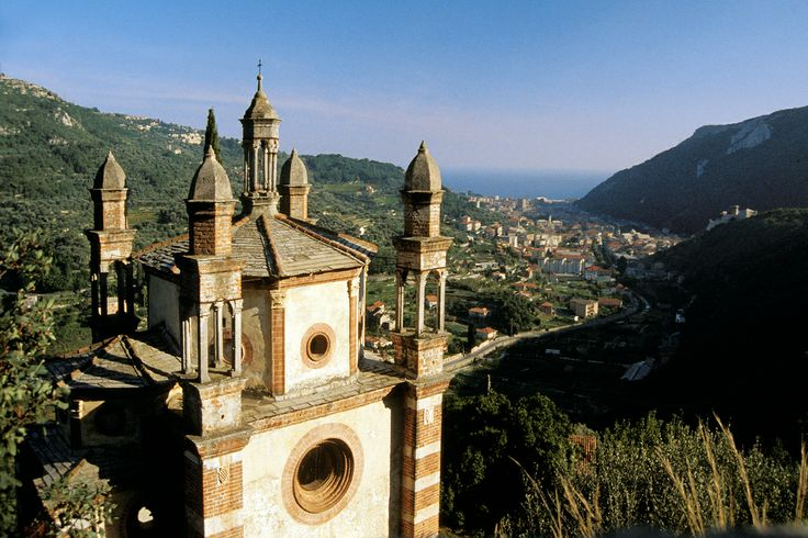 Finale Ligure, i cinque campanili, Liguria - © Silvio Massolo