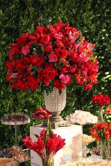 Empresa de decoração floral com 30 anos de sólida presença no mercado de festas e eventos em Niterói e Rio de Janeiro.