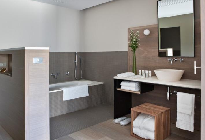 Muga de Beloso hotel in Pamplona, SpainHotels Alma, Bath Room, Decor Ideas, House Ideas, Hotels Bathroom, Alma Pamplona, Beloso Hotels, Design Bathroom, Proyectos Hotels