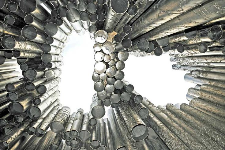 Hieman toisenlainen perspektiivi Sibelius-monumenttiin. Kuva: Dennis Jarvis, Flickr CC