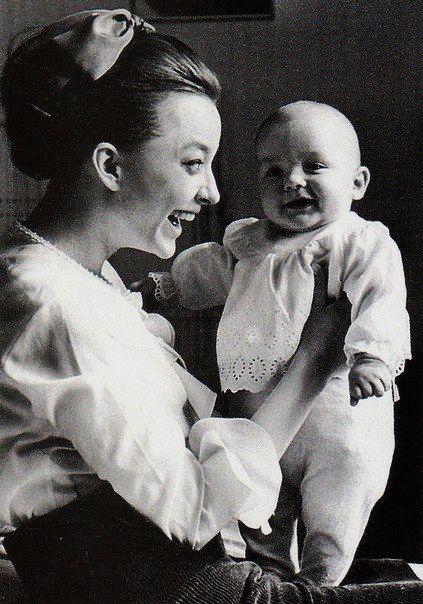 Анастасия Вертинская с сыном Степаном.jpg