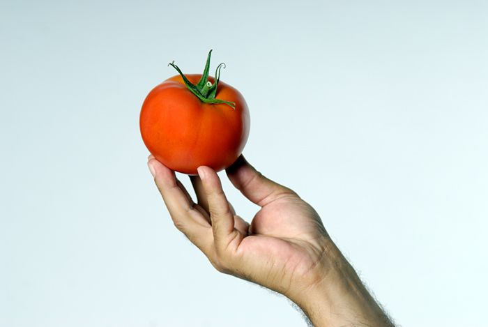 senARTPhotography: TOMATO AND HAND
