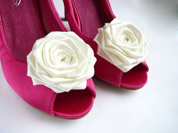 GEMMAROSES  Ivory Bridal / Wedding Shoe Clips  Beautiful and Elegant sohe clips Flower is Approx. 6cm (2.4 in) across...  Great for brides and bridesmaids.