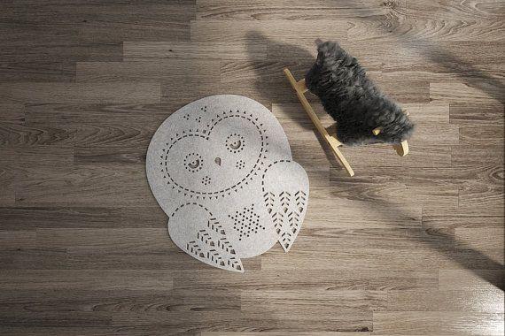 Playroom Rug / Owl Rug / Nursery Rug / Wool Felt por WoollyClouds