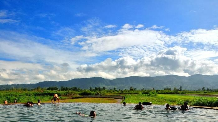 Kolam Soda Tarutung - Sensasi Berenang di Kolam Sprite, Cuma Ada Dua di Dunia