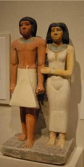 Statue de Ptahkhenoui et sa femme, Vème dynastie. Lors de son arrivée à Boston, cette statue provoqua une telle excitation quelle encouragea les soutiens du musée à financer dautres expéditions en Egypte.
