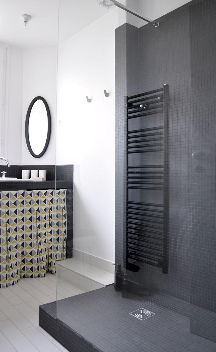 Les 25 meilleures id es concernant petite salle de bain for Cache tuyau salle de bain
