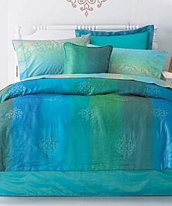 @Overstock - Brighten up any room with the intriguing color scheme of the Sun Ray Teal Comforter Set.http://www.overstock.com/Bedding-Bath/Sun-Ray-Teal-Comforter-Set/2064179/product.html?CID=214117 $39.99