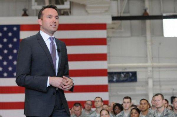 Eric Fanning es nominado por presidente Obama como primer secretario del Ejército