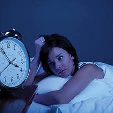 Conoce los principales trastornos del sueño.  Se denomina trastorno del sueño a cualquier padecimiento que altera el ciclo normal sueño-vigilia. El sueño normal de un adulto dura unas 8 horas, distribuidas en varios ciclos. Cada ciclo se estructura en fases (No-REM y REM). La fase REM, más corta y profunda, es en la que se producen los sueños...  Leer mas en el link de la foto   #vida #VidaSana #Salud #sueno #vida #estres #stress