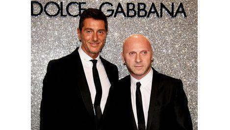 Dolce e Gabbana portano belle giacche e cravatte nere e camicie bianche