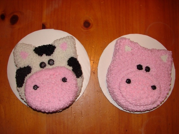 Google Image Result for http://media.cakecentral.com/modules/coppermine/albums/userpics/66956/600-Cow__Pig_Smash_Cakes.jpg