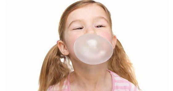 Kita semua mungkin pernah menelan permen karet saat masih anak-anak, atau bahkan setelah dewasa, dan bertanya-tanya apa yang terjadi dengan permen karet itu di dalam usus.