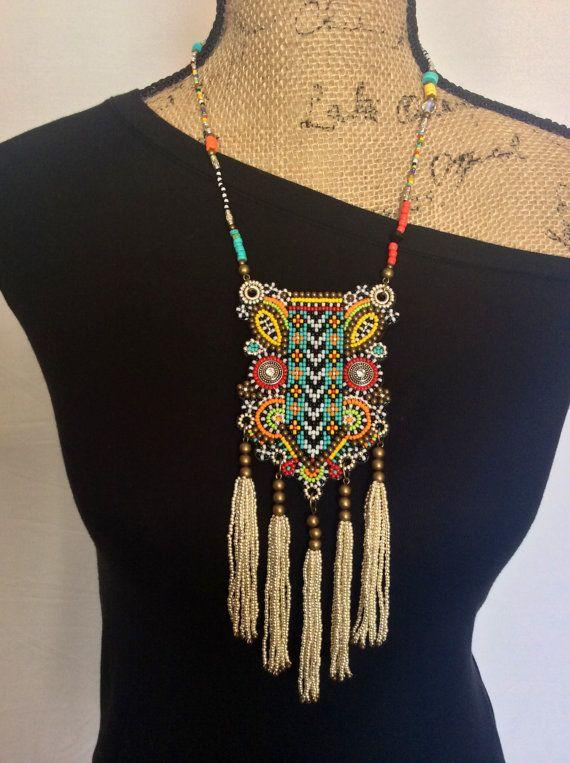 Collana tribale in rilievo bavaglino con nappe, Boho collana, collana di istruzione