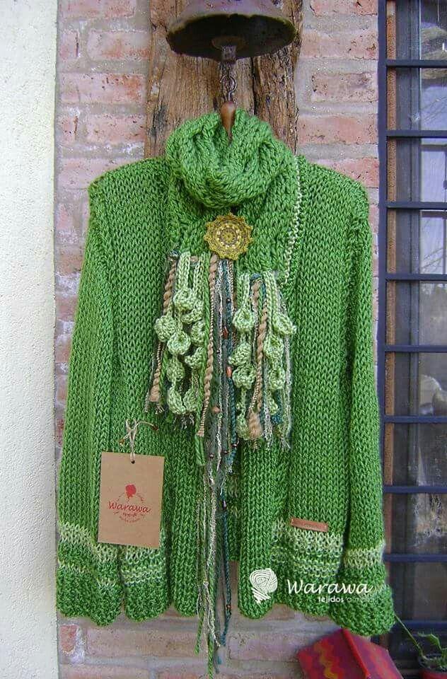 Saco tejido en dos agujas,adornado en crochet de Warawa,Cordoba,Argentina