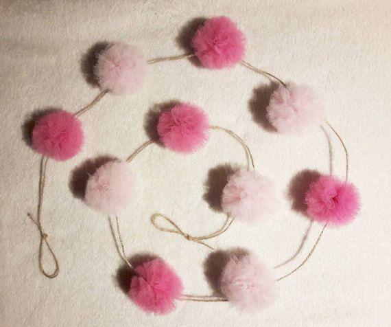 Guarda questo articolo nel mio negozio Etsy https://www.etsy.com/it/listing/496026914/ghirlanda-pompon-tulle-rosa-confetto-e