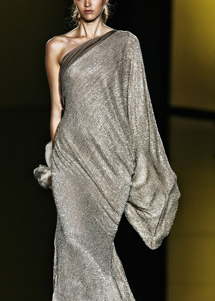 this dress looks so comfortable!  it flows, yet clings...perfect!  Elie Saab...Autumn/Winter '06