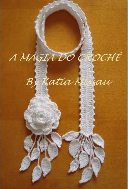 Crocheted neck,ace