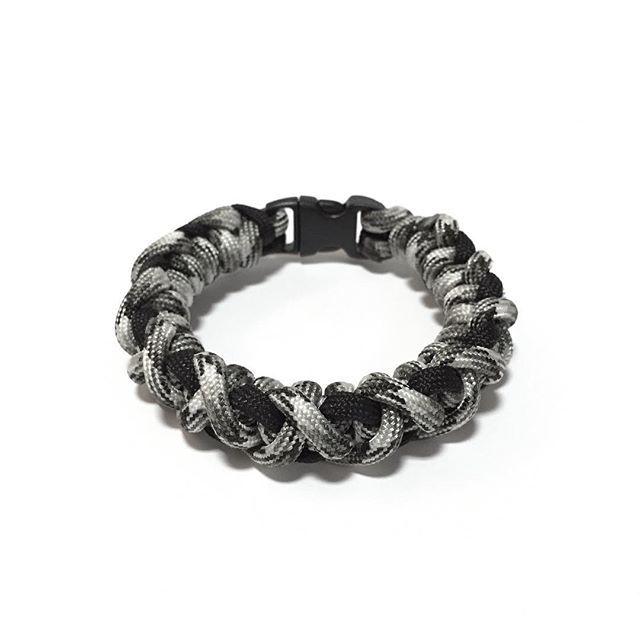 Charcoal & Cement Mix Paracord Bracelet Design: [Crooked Half Hitch]  Also available at: Witty Label Concept @wlcshop  Unisex Bracelet  #ParacordBracelet #mensbracelet #womansbracelet #paracord #bracelet #ig_paracord #madeinsingapore