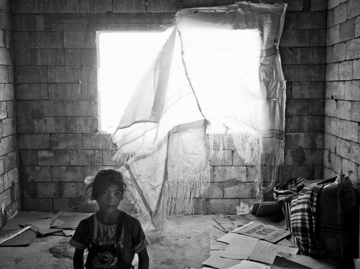 Jeune réfugiée syrienne à Bekaa Valley, Lebanon | Credit: Moises Saman