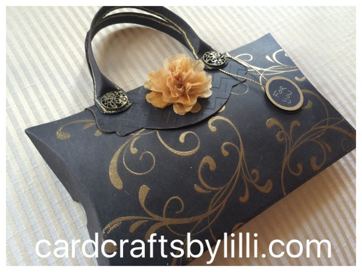Gorgeous little gift bag made with Stampin' Up! Square Pillow Box die.