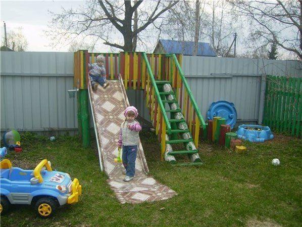 Идея детской площадки - горка-линолеум